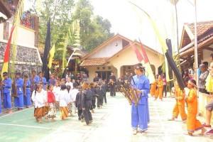 Permainan Tradisional Oray-Orayan di Acara Julang Ngapak Kampung Adat Cirendeu