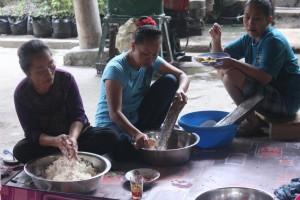Prepare masak acara Julang Ngapak Kampung Adat Cirendeu