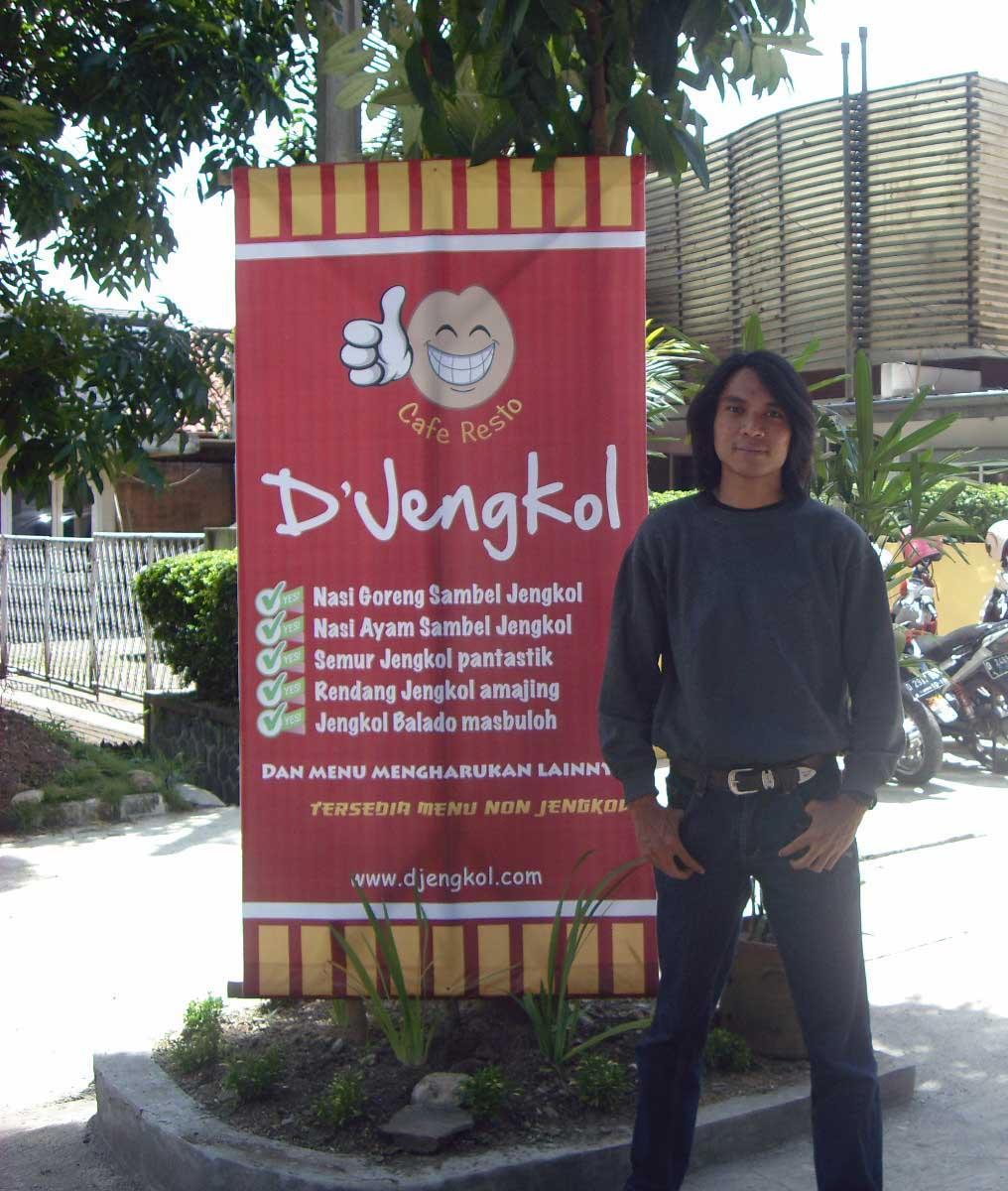 Rasakan Esensi Pacaran di Cafe Resto D'Jengkol