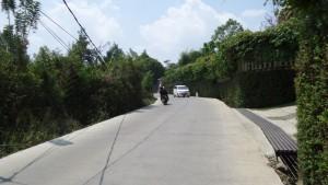 Jalan Hotmix di Tebing Keraton
