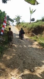 Jalan Menuju Tebing Keraton