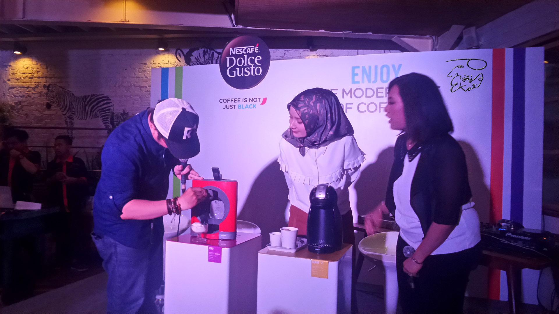 membuat-latte-art-menggunakan-nescafe-dolce-gusto-penjaja-kata